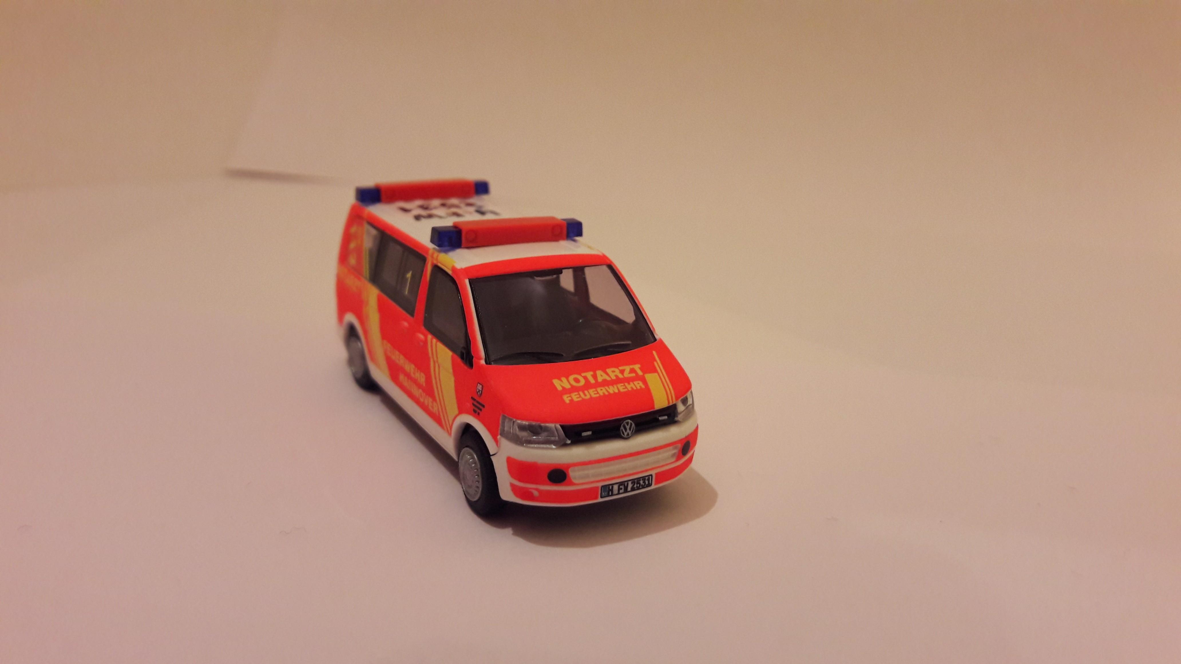 Rietze VW T5 GP NEF 31 Feuerwehr Hannover (BF) H-2531, Sondermodell