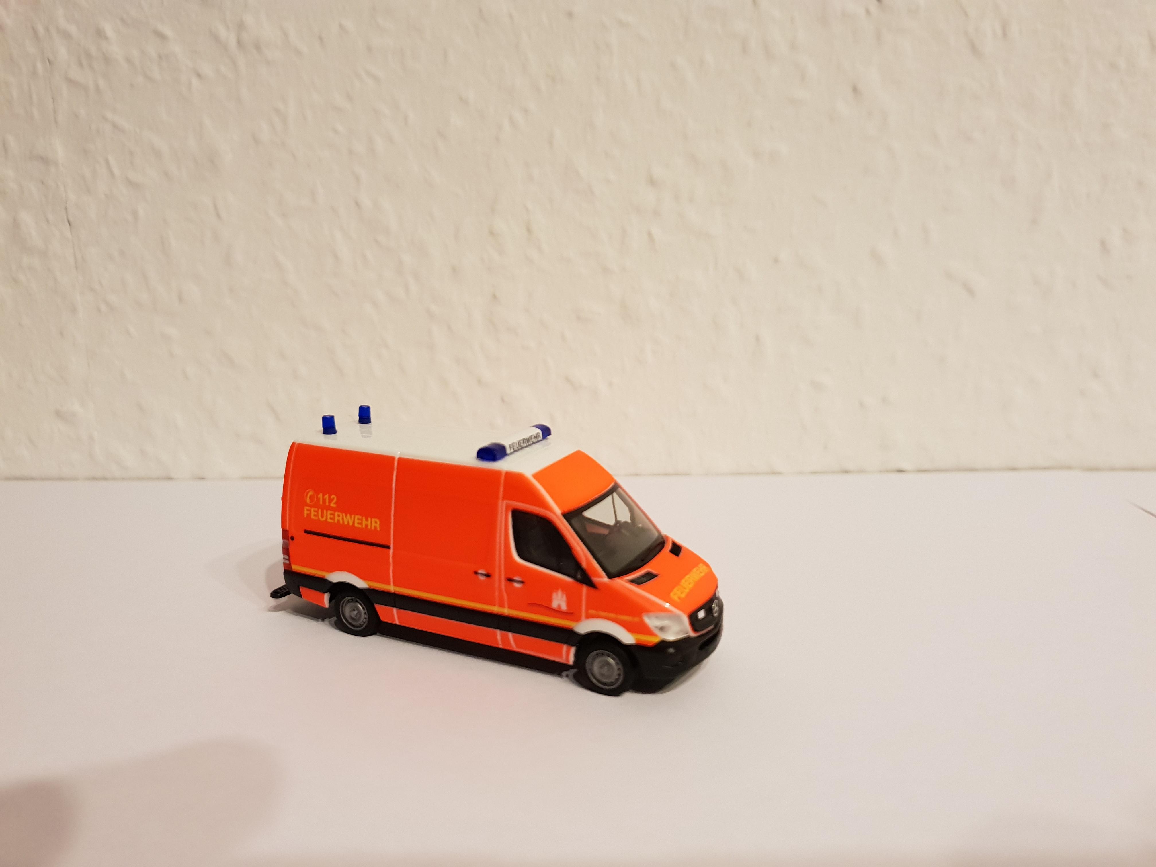Herpa MB Sprinter 13 GW 1 Feuerwehr Hamburg in neutral, ohne Kennzeichen und Wachkennung
