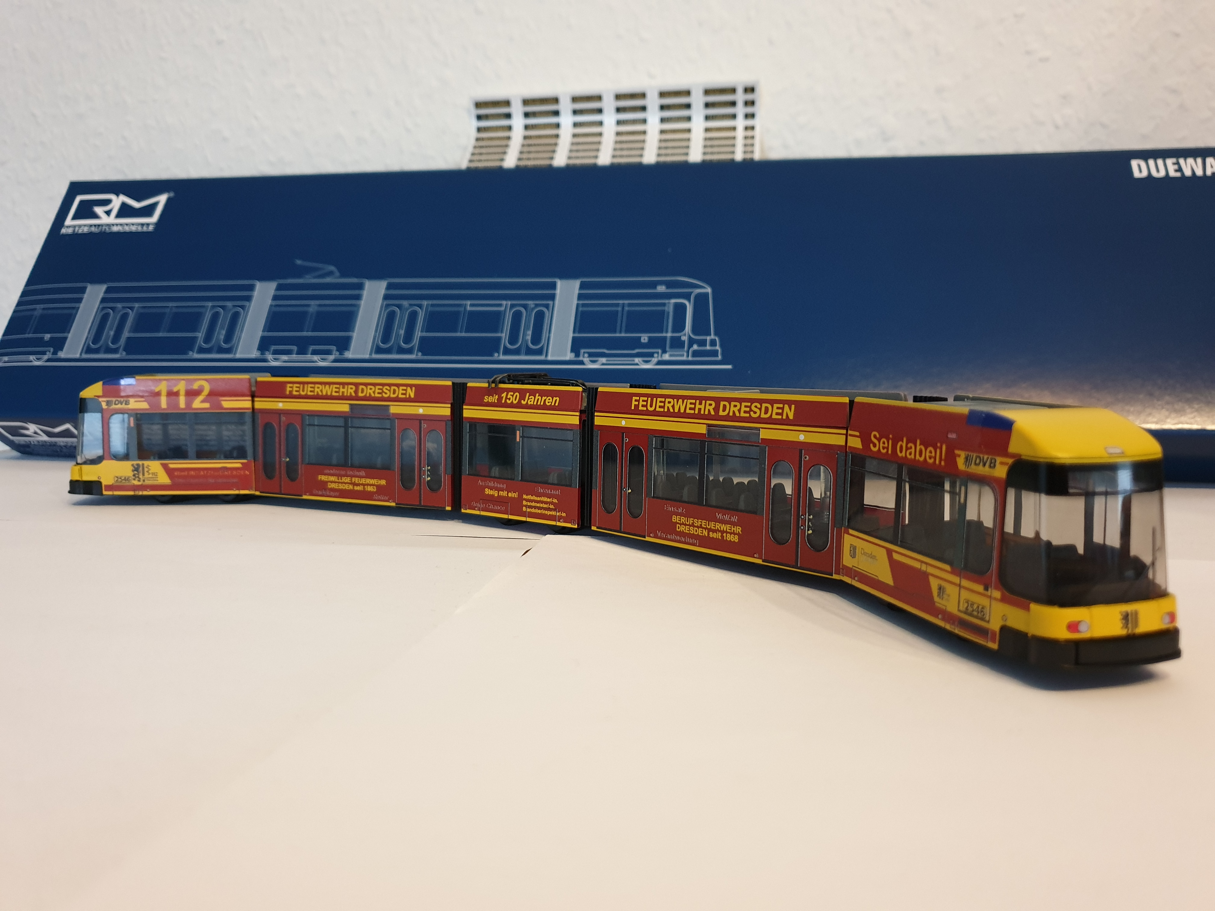 Rietze Siemens DUEWAG NGT 6 DD DVB Dresden mit Vollwerbung 150 Jahre Feuerwehr Dresden, Sondermodell Straßenbahn