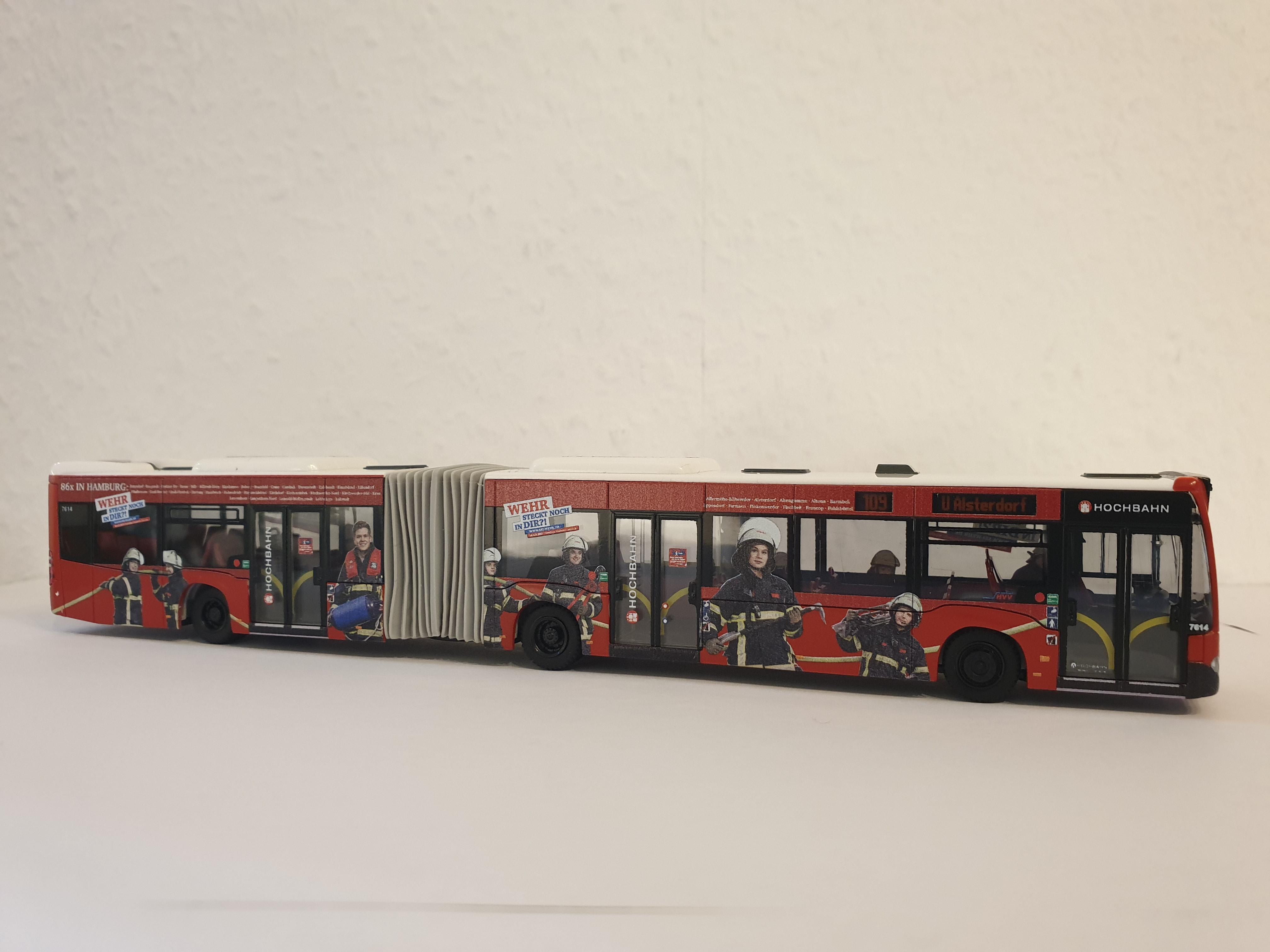 Rietze MB Citaro G15 Hamburger Hochbahn mit Feuerwehr Hamburg Werbung - Wagennummer 7614- Zielanzeige Linie 109