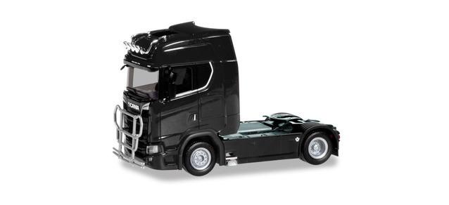Herpa Scania CS 20 Hochdach Zugmaschine mit Lampenbügel und Rammschutz, schwarz