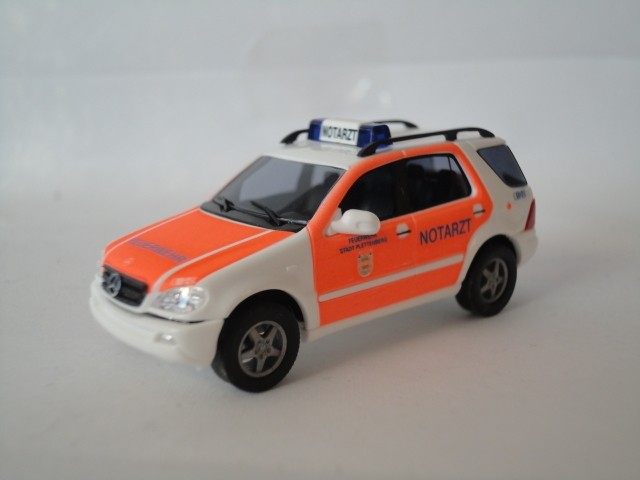 Busch MB M-KLasse Feuerwehr/Notarzt Plettenberg -Einzelstück-
