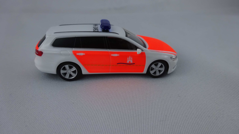 Herpa VW Passat Variant B8 Feuerwehr Hamburg Pressestelle, Sondermodell