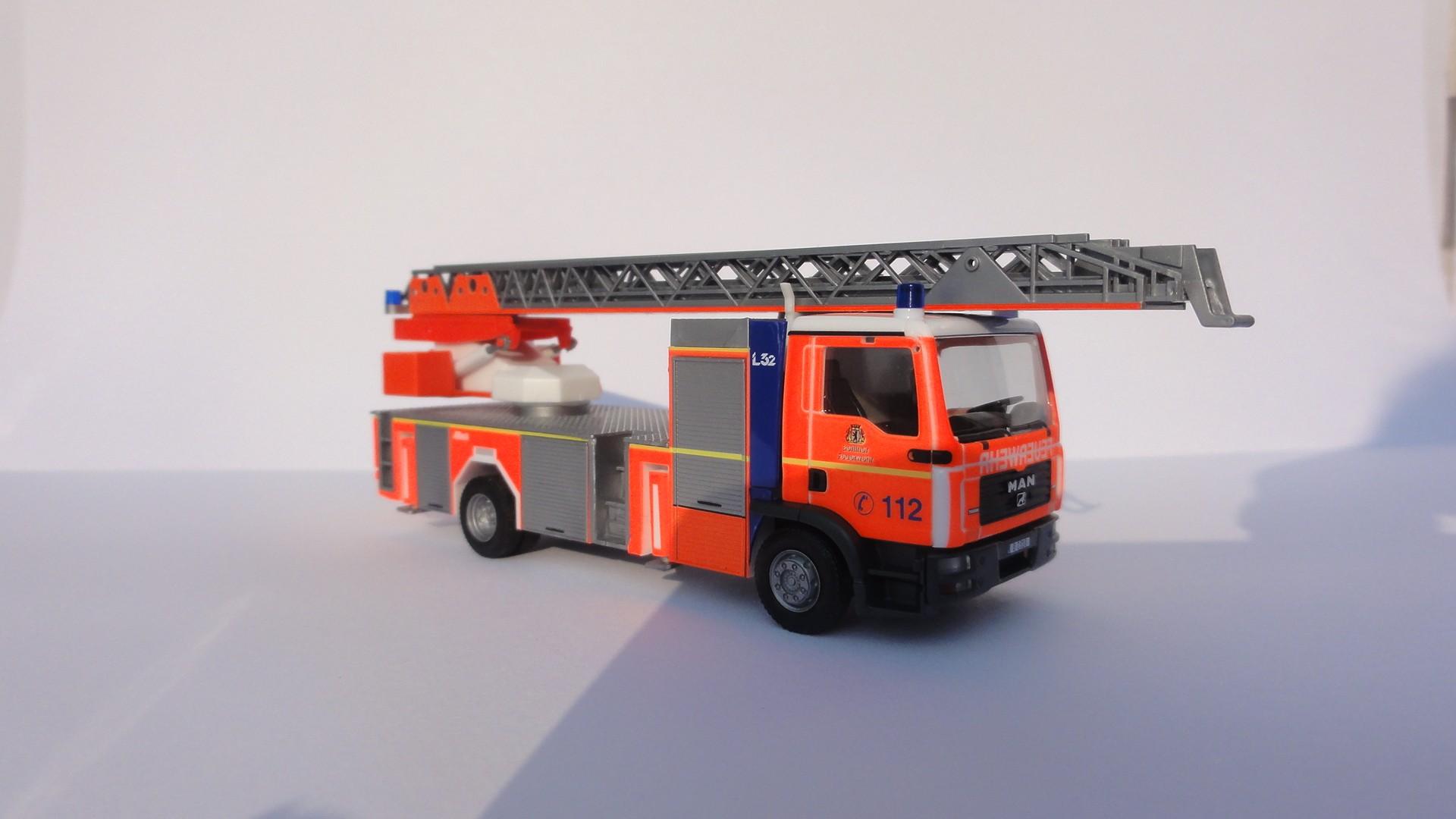Herpa MAN TGM DLK L 32 Berliner Feuerwehr ( B-2318 ) -Restmenge-