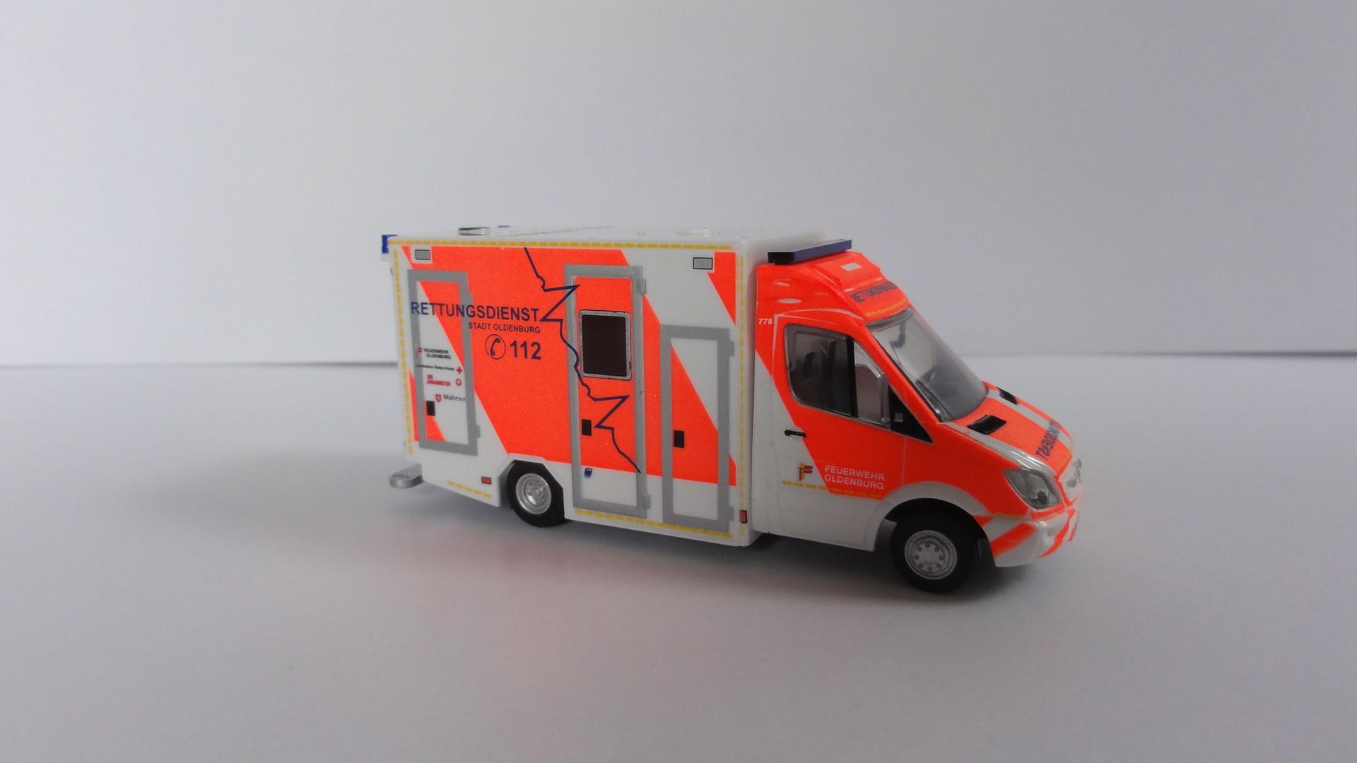 Rietze MB Sprinter 06 GSF Koffer RTW Berufsfeuerwehr Oldenburg