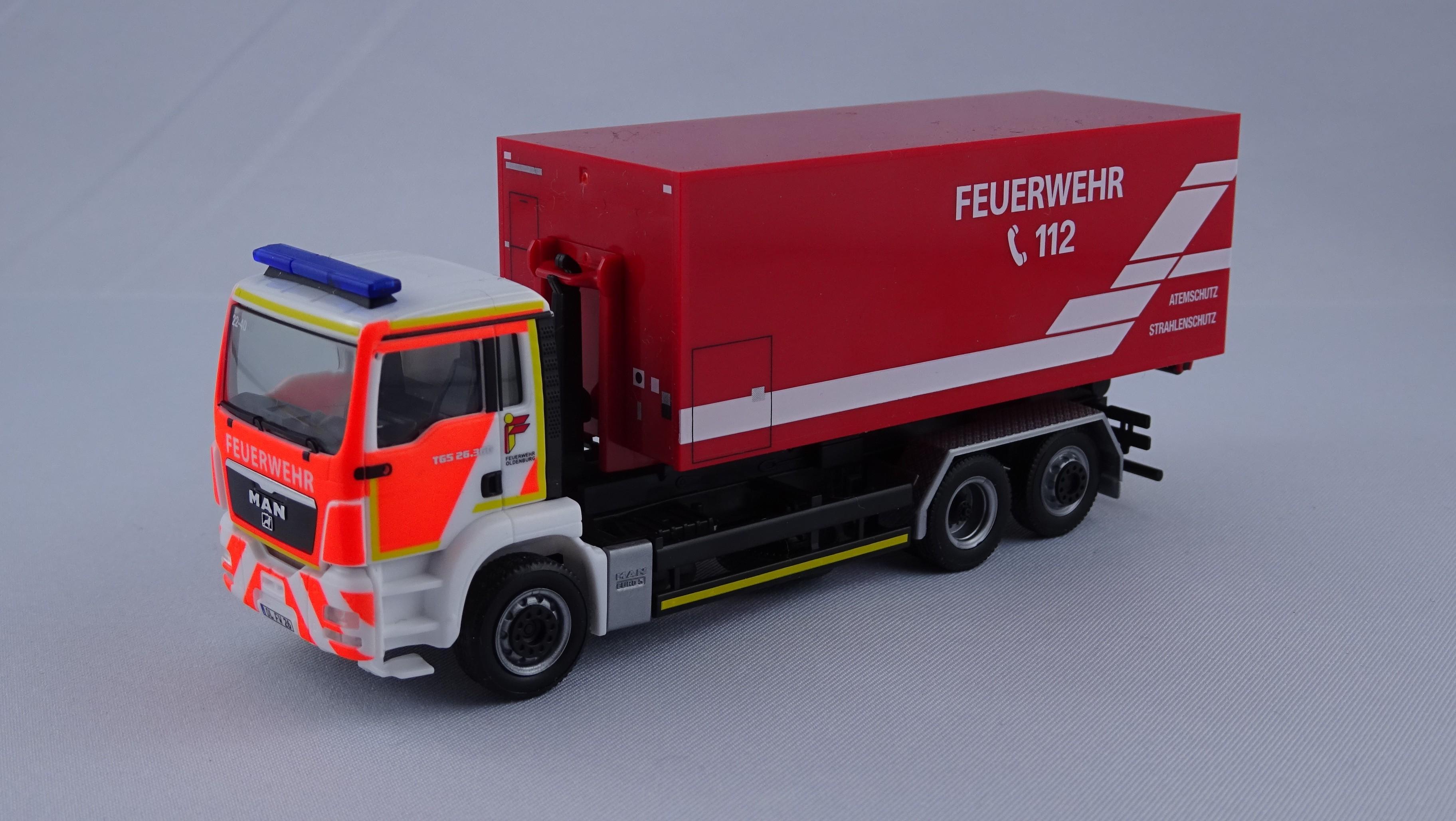 Herpa MAN TGS WLF Feuerwehr Oldenburg (BF) mit AB-Atem.-Strahlenschutz -Einzelstück-