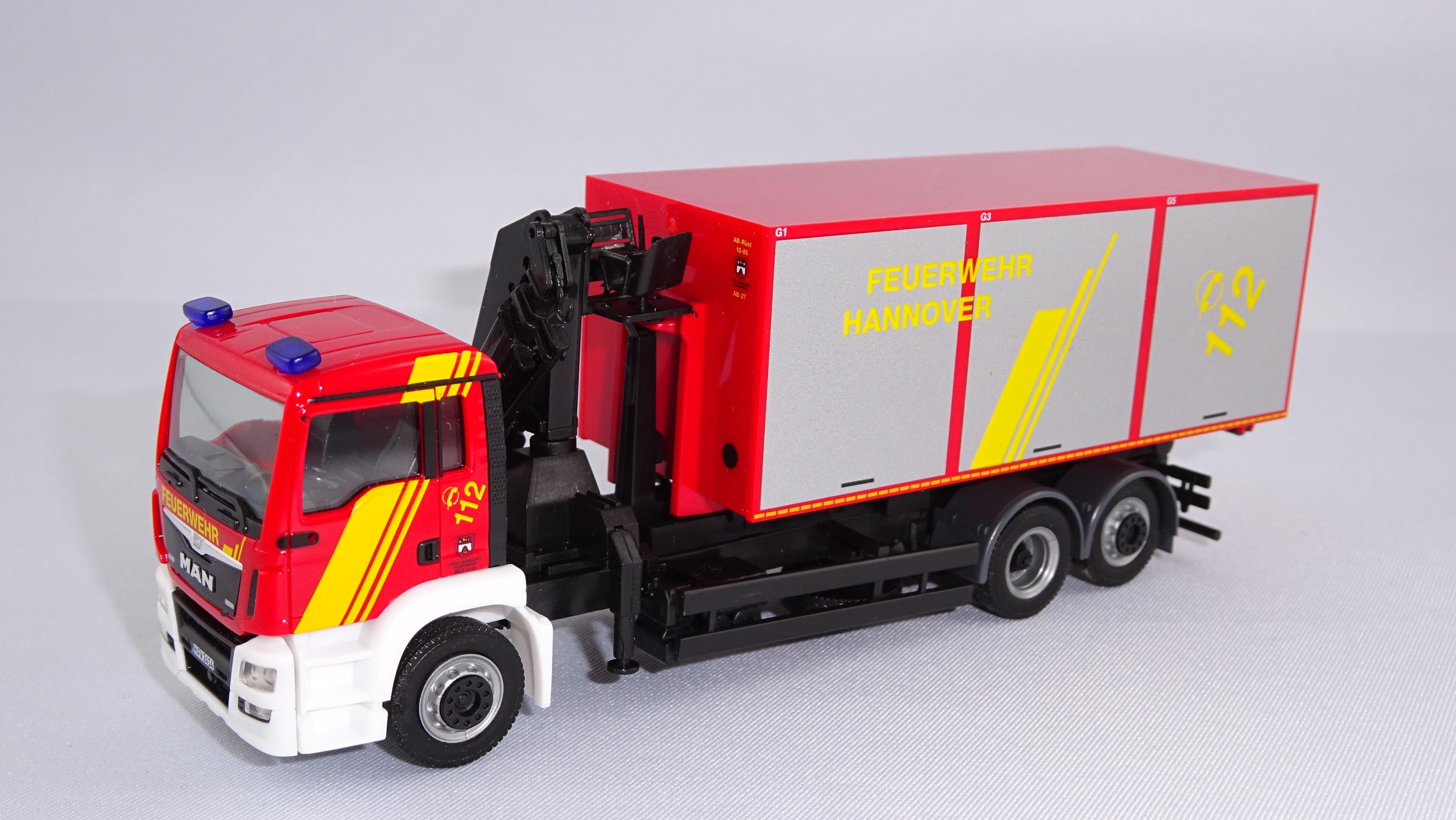 Herpa MAN TGS Euro 6 WLF Feuerwehr (BF) Hannover mit Kran und AB Rüst/Technische Rettung