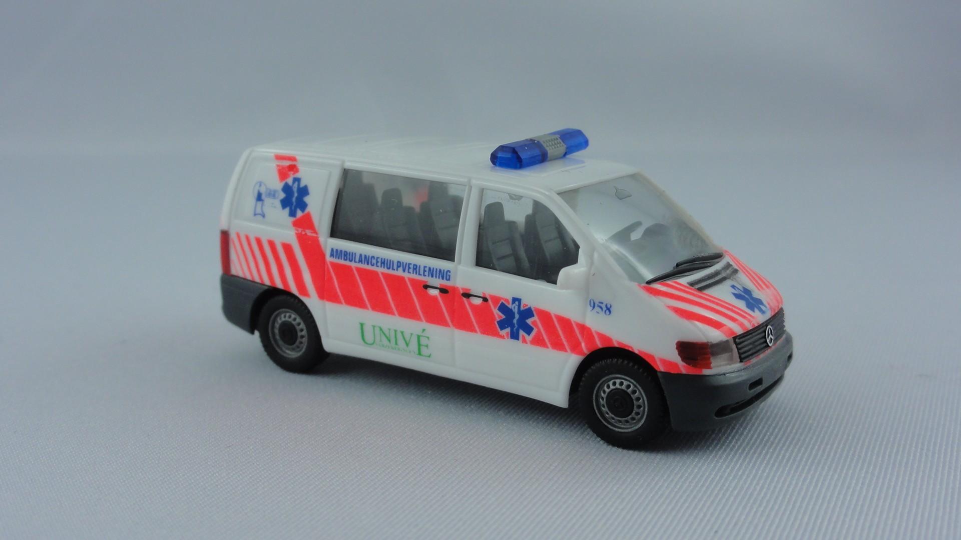 Herpa MB Vito Univé Ambulance Hulpverlening (NL) -Restmenge-