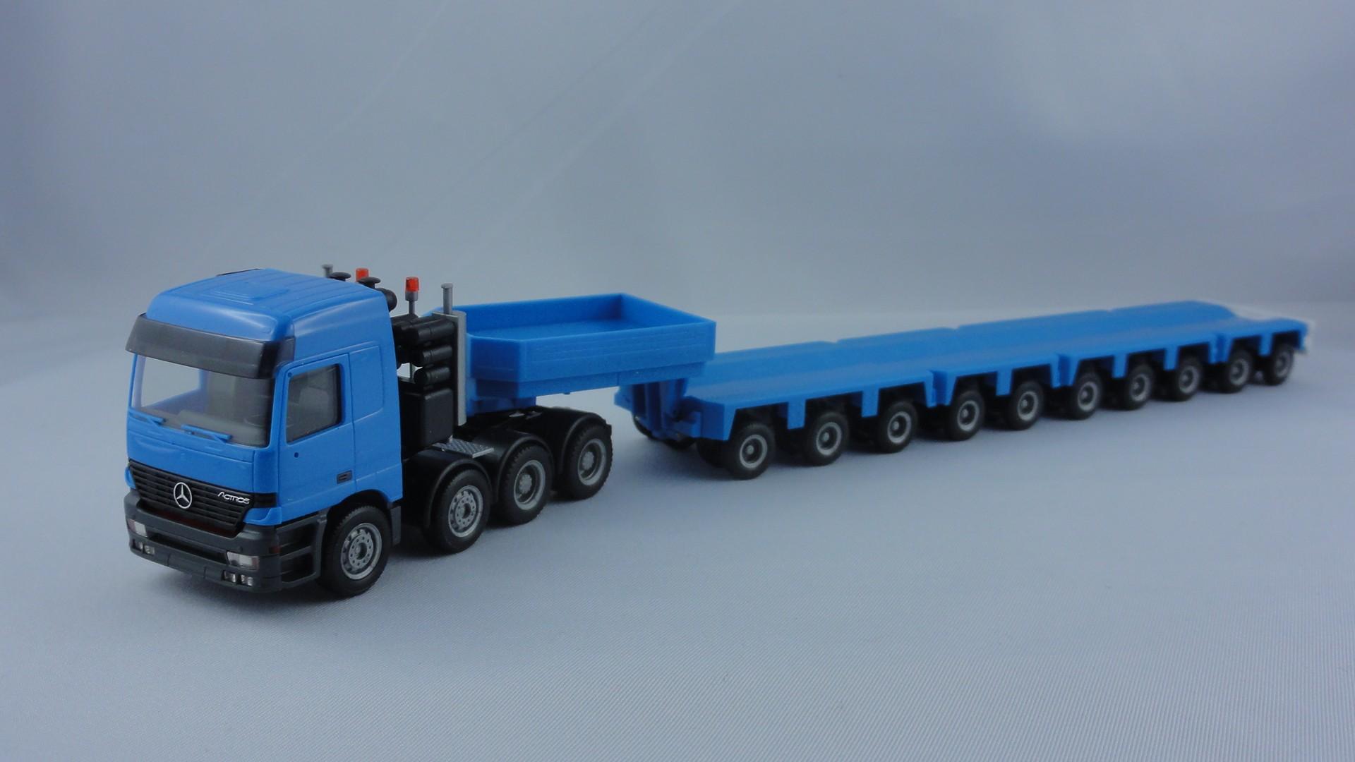 Herpa MB Actros Schwerlast-LKW mit Goldhofer Tieflader blau