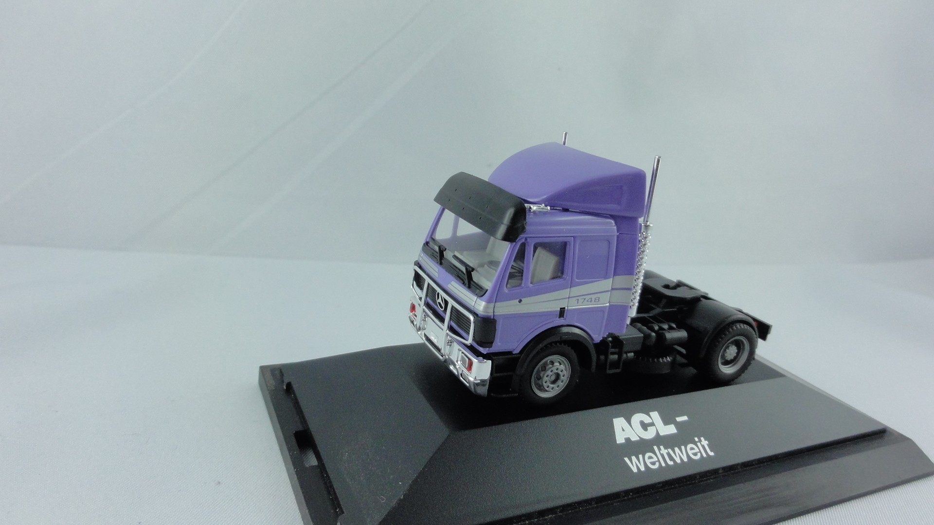 "Herpa MB SK lila Zugmaschine ""ACL-weltweit"" in PC-Box"
