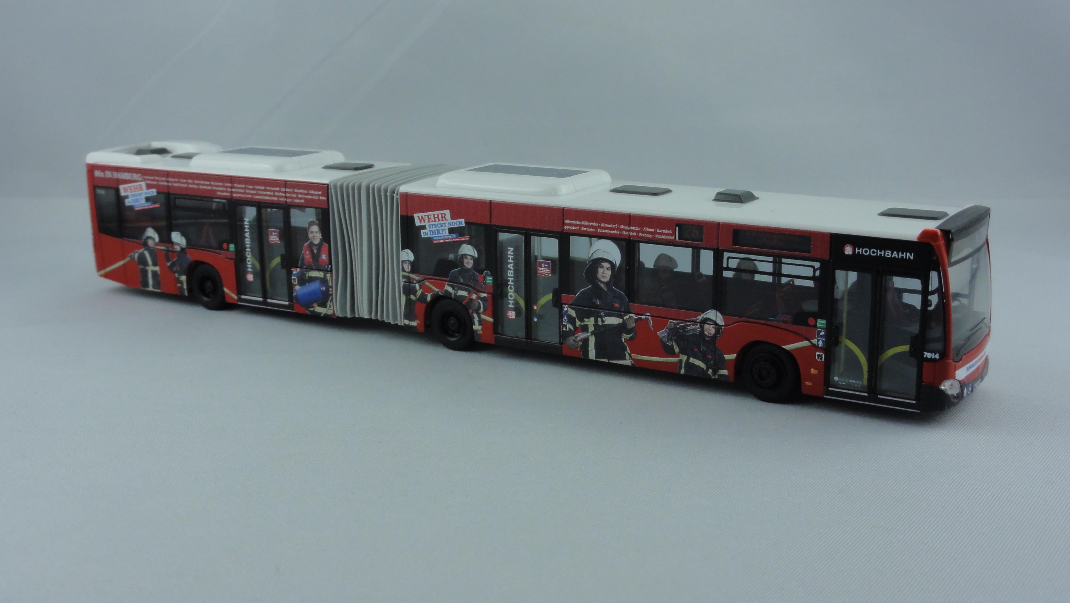 Rietze MB Citaro G15 Hamburger Hochbahn mit Feuerwehr Hamburg Werbung - Wagennummer 7614- Zielanzeige Linie 26