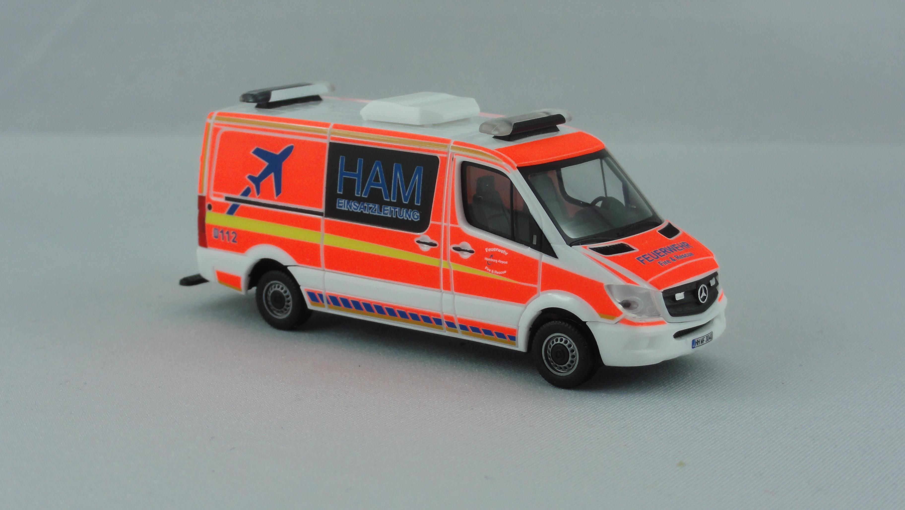 Herpa MB Sprinter 13 ELW Feuerwehr Flughafen Hamburg