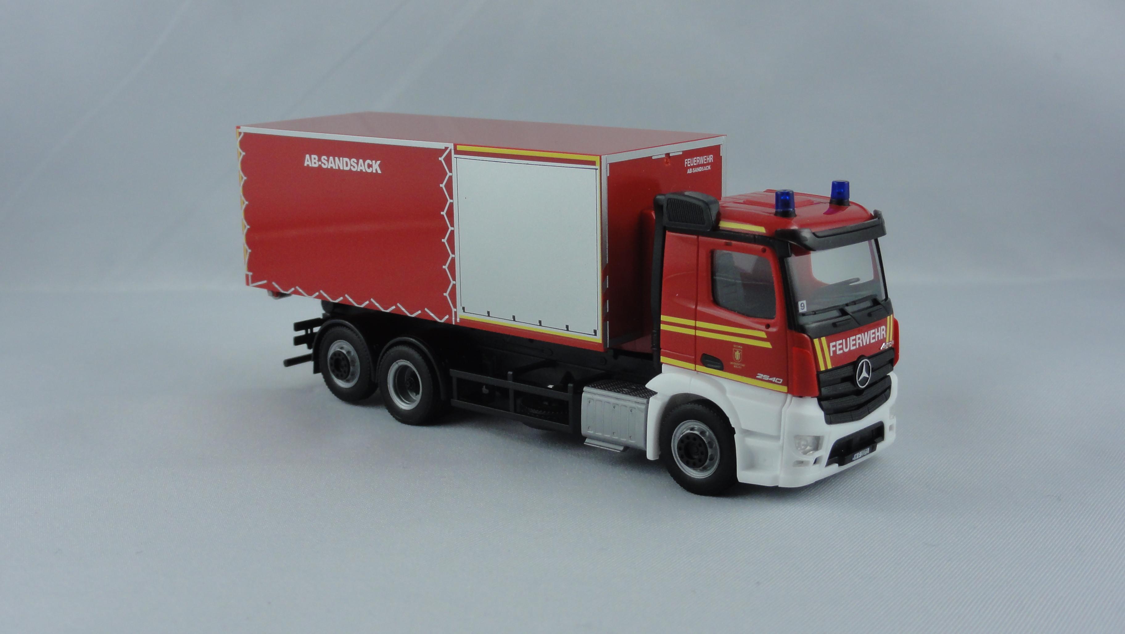 Herpa MB Antos M WLF Feuerwehr (BF) München  FW 9 mit AB Sandsack ( Sondermodell )