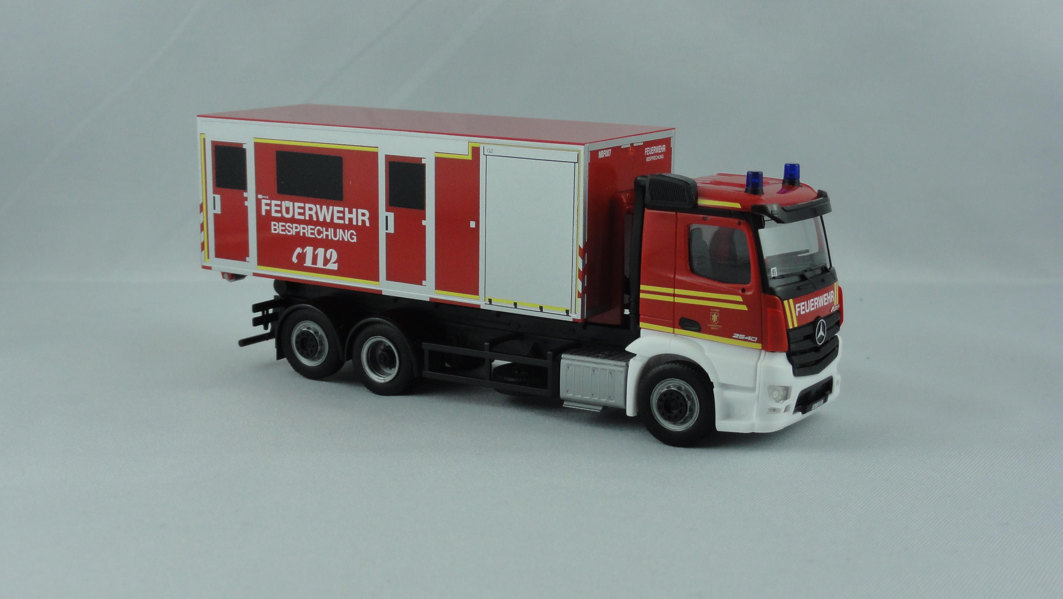 Herpa MB Antos M WLF Feuerwehr (BF) München  FW 6 mit AB Besprechung ( Sondermodell )