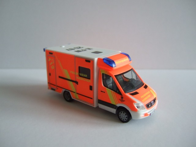 Herpa MB Sprinter 06 Koffer RTW Feuerwehr Hannover ( BF )