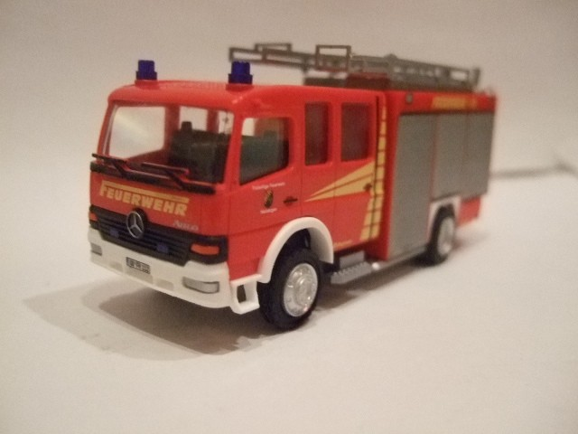 Rietze MB Atego LF 16/12 Feuerwehr Hasbergen (LK Osnabrück) mit KFZ-Kennzeichen  -Einzelstück-