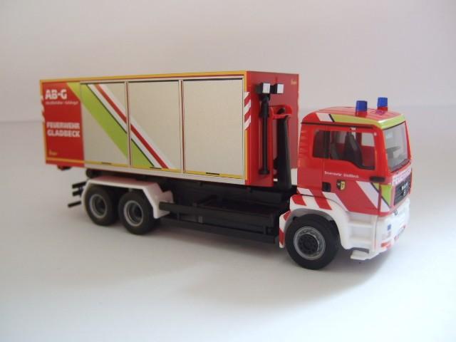Herpa MAN TGA WLF Feuerwehr Gladbeck mit AB Gefahrgut