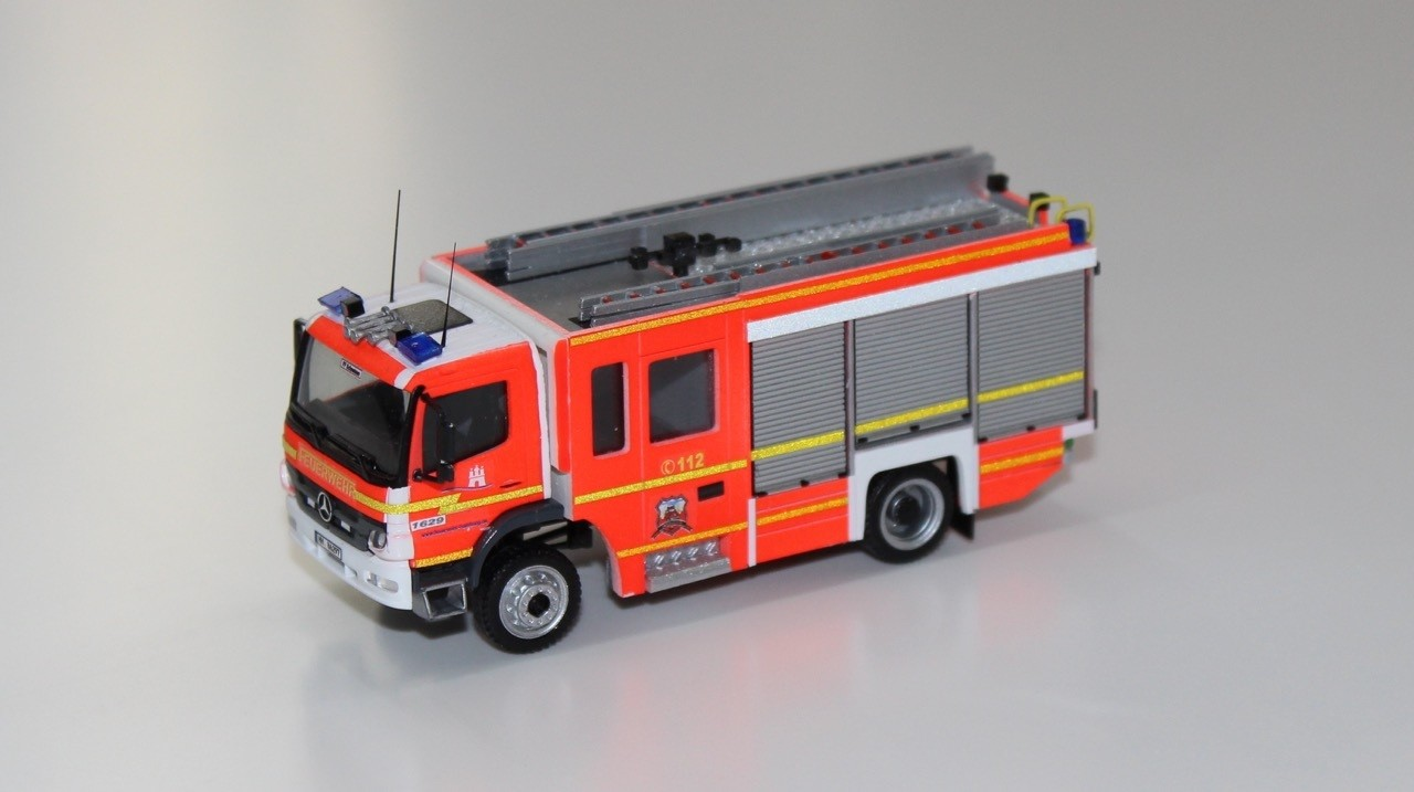 Kleinserienmodell MB Atego 10 LF 20 KatS Freiwillige Feuerwehr Hamburg